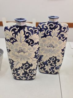kitchen decoration – Home Decorating Ideas Kitchen and room Designs Pottery Painting, Ceramic Painting, Ceramic Art, Blue Pottery, Ceramic Pottery, Blue And White Vase, Himmelblau, Oriental Pattern, Bottle Painting