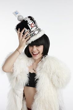 Jessie J preformed at the Diamond Jubilee Concert for the Queen. Jessie J, Miss Jessies, Wedding Tattoos, Fashion News, Fashion Trends, Cultura Pop, Chris Brown, Celebs, Celebrities