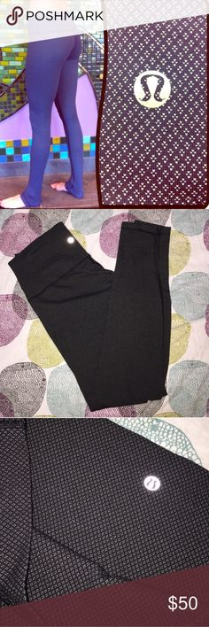 Lululemon WunderUnderDiamondDotHigh-Rise/Roll-Down Worn once--very comfy athletic apparel! Can certainly be worn under a tunic as well! Re-posh. lululemon athletica Pants Leggings