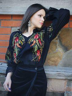 """Блузки ручной работы. Ярмарка Мастеров - ручная работа. Купить Эксклюзивная вышитая блуза """"Лунные травы"""". Handmade. Черный"""