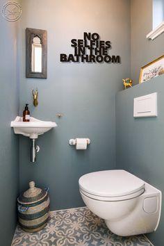 No selfies in bathroom Metal Letters Bathroom wall art Home | Etsy Small Toilet Room, Guest Toilet, Downstairs Toilet, Bathroom Wall Art, Bathroom Humor, Bathroom Ideas, Restroom Ideas, Bathroom Signs, Living Furniture