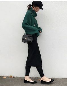 Take A Look At This Great Fashion Information! Skirt Fashion, Love Fashion, Korean Fashion, Fashion Outfits, Womens Fashion, Effortlessly Chic Outfits, Winter Outfits, Casual Outfits, Minimalist Fashion Women