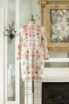 Vintage Chinese Hand Embroidered 100% Silk Floral Robe / Jacket - 1940's