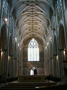 Nave central de la York Minster, catedral gótica de York al norte de Inglaterra. -Último cuarto S.XIV. -Gótico Perpendicular inglés.