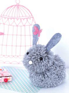 Trop chou cette peluche lapin tout douce ! A faire avec des pompons, c'est drôlement joli et très facile.