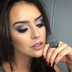 Matte grey makeup by Mariana Saad.