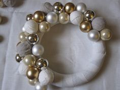Tutorial: Fabric covered balls and a Christmas wreath
