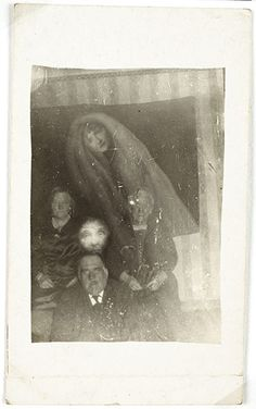 Ghostly Images: The Paranormal Spirit Photography of William Hope. hahah these are so bad, I love it! Ghost Images, Ghost Pictures, Ghost Pics, Today Pictures, Disney Pictures, Dark Side, Photo Halloween, Happy Halloween, Spirit Photography