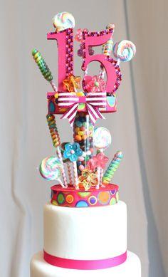Torta quinceañera Lollipop Candy Land por OverTheTopCakeTopper