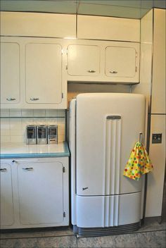 Ideas kitchen retro ideas vintage art deco for 2019 Cocina Art Deco, Art Deco Kitchen, Old Kitchen, Kitchen Decor, 1950s Kitchen, Kitchen White, Kitchen Ideas, Kitchen Furniture, Retro Home Decor