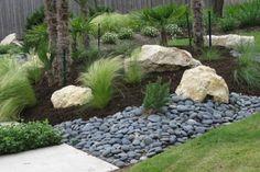 30 Beautiful Modern Rock Garden Ideas For Backyard Landscaping Landscaping With Rocks, Backyard Landscaping, Landscaping Ideas, Landscaping Software Free, Mexican Beach Pebbles, Decorative Gravel, Garden Stand, Low Maintenance Landscaping, Landscape Edging