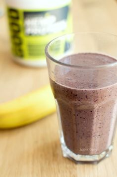 Hennep Smoothie with Blueberries. A Perfect Protein Smoothie for Vegetarians! (In Dutch).