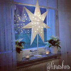 """Lina Abelson  (@linashus) on Instagram: """"☆Julstjärna☆ Lyser upp i mörka December så stämningsfullt☆♡ (Tips tips!! Gardinlängderna är från…"""""""