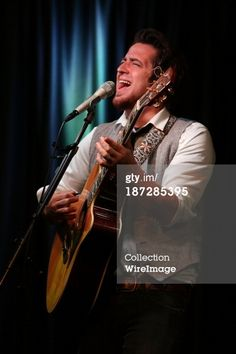 Lee performs at Mix 106.1 Performance Theater November 7, 2013 in Bala Cynwyd, PA    (Getty Images)