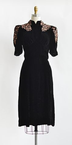 vintage 1930s black velvet mauve applique dress | Guilloche Midnight Dress  #1930s #vintagedress