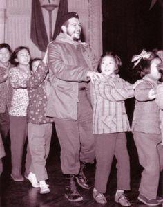 Che Guevara in conga line
