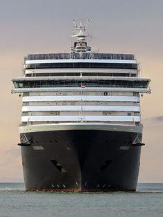 """The 285-meter cruise ship """"Noordam"""""""