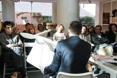 Jon Gasca de @stuadesign con la silla LACLASICA de STUA en el 1 Encuentro Pilma-Pro's