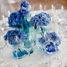 Schaut bei hochzeitsportal24.de vorbei und entdeckt tolle Beispiele für eure Tischdeko mit Hortensien!