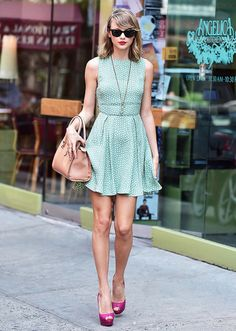 """Taylor Swift wears a summer-ready green polka dot dress with an """"S"""" pendant and pink peep-toe pumps"""