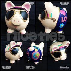Hippie poink #art #arte #artesanias #alcancia #hippie #hechoamano Wooden Piggy Bank, Money Bank, Piggy Banks, Cute Piggies, Savings Bank, Ceramic Painting, Artsy, Clay, Ideas