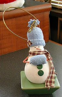 Lightbulb snowman ornament craft http://craftsbyamanda.com/2009/12/light-bulb-snowman-ornament-craft.html