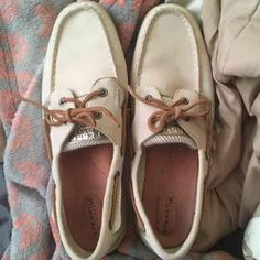 Sperrys Cute sperrys. Lightly worn. Still beautiful condition. Sperry Top-Sider Shoes