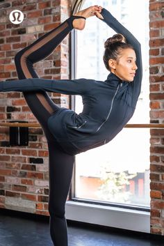 This gear's on pointe. The lululemon Contour Jacket is the perfect warm-up piece.