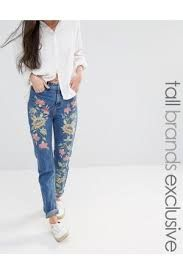 Moda actual: Bordados de colores en todas las prendas, junto con parches. Pantalones vaqueros, denim, con bordados de colores. Shorts, slim, de campana...