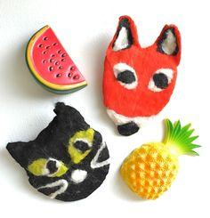 felting an animal fridge magnet #feltmaking #workshop #handmade #crafting #fridgemagnet #fox #cat #karenraofelt