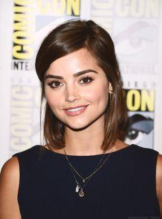 I love her new haircut :))