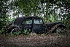 citroen traction avant 11 B Abandoned Ships, Abandoned Cars, Abandoned Places, Abandoned Vehicles, Vintage Cars, Antique Cars, Art Deco Car, Automobile, Citroen Traction
