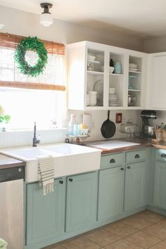 33 Popular Painted Kitchen Cabinets Two Tone Design Ideas. If you are looking for Painted Kitchen Cabinets Two Tone Design Ideas, You come to the right place. Here are the Painted Kitchen Cabinets Tw. Chalk Paint Kitchen Cabinets, Farmhouse Kitchen Cabinets, Kitchen Cabinet Colors, Kitchen Paint, Kitchen Colors, New Kitchen, White Cabinets, Kitchen Yellow, Kitchen Sinks