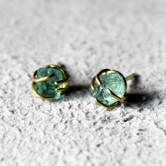 Image of Raw emerald stud earrings in yellow gold
