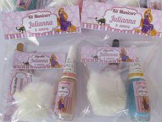 Kit Manicure, para lembrancinhas do dia da Secretária, Chá de bebê, Chá de Cozinha, Chá de Lingerie, Festa Infantil, confraternizações, dia da Mulher, clientes de salão de beleza.  Confeccionamos em qualquer tema,, consulte-nos!  Este kit contem (1) esmalte cores variadas, (1) lixa pequena, (1) b... Manicure, Romantic Surprise, Ideias Diy, Rapunzel, Kit, Nail Polish Colors, Beauty Bar, Small Lounge, Quinceanera Favors