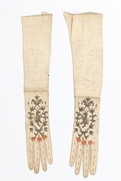 Women's Gloves (image 1) | 1680-1690 | kid leather | Kerry Taylor Auctions | December 8, 2015