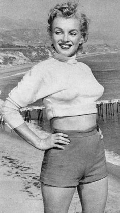 Marilyn Monroe 1951 /Marilyn in Malibu by J. Fotos Marilyn Monroe, Norma Jean Marilyn Monroe, Norma Jeane, Up Girl, Rare Photos, Beautiful Celebrities, American Actress, My Idol, Lazy Outfits