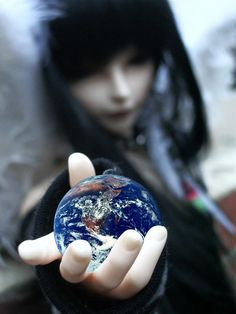 The world in your hands by ~Kelsievent