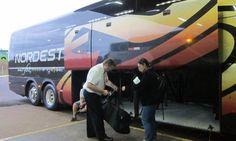 FENAPEF - Equipe do GLOBO compra réplica de fuzil no Paraguai e entra no Rio