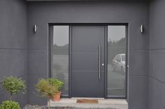 Porte d'entrée Alu contemporaine avec vitrage très résistant avec une grande barre de tirage verticale