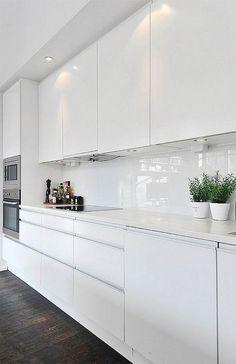 Gorgeous White Kitchen Design and Decor Ideas - Page 10 of 53 White Kitchen Interior, White Wood Kitchens, White Kitchen Decor, Modern Kitchen Cabinets, Kitchen Cabinet Design, Home Decor Kitchen, Interior Design Kitchen, Kitchen Modern, Kitchen Ideas
