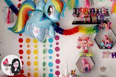 Dimanche nous avons fêté l'anniversaire de Ninie avec comme thème My Little Pony aux couleurs de l'arc-en-ciel. Voici le premier DIY d'une normalement longue