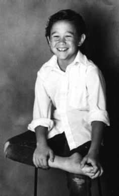 A young Joseph Gordon-Levitt. Celebrities Then And Now, Young Celebrities, Beautiful Celebrities, Beautiful Men, Celebs, Shia Labeouf, Logan Lerman, Amanda Seyfried, Buster Keaton