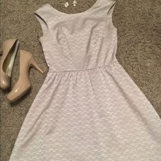 Gorgeous dress that is perfect for any occasion This dress is a fit and flare that fits tight around the boobs then teaches your waist and flares. It is a iridescent pear kind of color one could say? The design is gorgeous as well. Has a modest scoop in the back that is followed with a gold zipper. H&M Dresses Midi