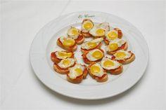 Canapés sobrasada y huevo