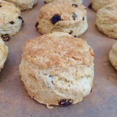 Traditional Irish Scones – Gemma's Bigger Bolder Baking Traditional Irish Scones- These soft and crumbly scone recipe will be the best you ever find! I promise you, I have been using it for years. Irish Desserts, Irish Recipes, Asian Desserts, Scone Mix, Bigger Bolder Baking, Brunch, Soda Bread, Irish Traditions, Tray Bakes