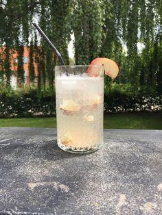 Her kommer en opskrift på en fredagscocktail som er en variation af den kendte drink Tom Collins.  Det er en rigtig frisk og lidt sød drinks, der er perfekt til en varm sommerdag. Men da der ikk…