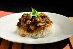 <p>Esta receta tiene el sabor y el calor de casa pero con un toque distintivo e igual de delicioso. Un almuerzo con el que conquistarás los corazones y el paladar de tu familia, te lo aseguro.</p>
