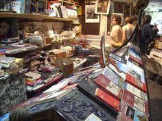 * Librería Acqua Alta, Venecia (By: La amena biblioteca de Redfield Hall) *