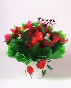 Sizin için bahçemize tatlı bir şeyler ektik. Bu romantik buket, gül kabartmalı saksının içerisindeki lezzetli şeker ve çikolata aranjmanlarıyla sizleri gül bahçesine davet ediyor.  http://www.sekerbuketi.com.tr/tesekkur-ederim?page=shop.product_details=flypage.tpl_id=12_id=6